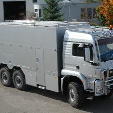 Wohnmobil MAN TGS Dachreling-Lampenbuegel Astabweiser