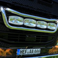 Scheinwerferbügel Volvo FH Frontlampenbügel