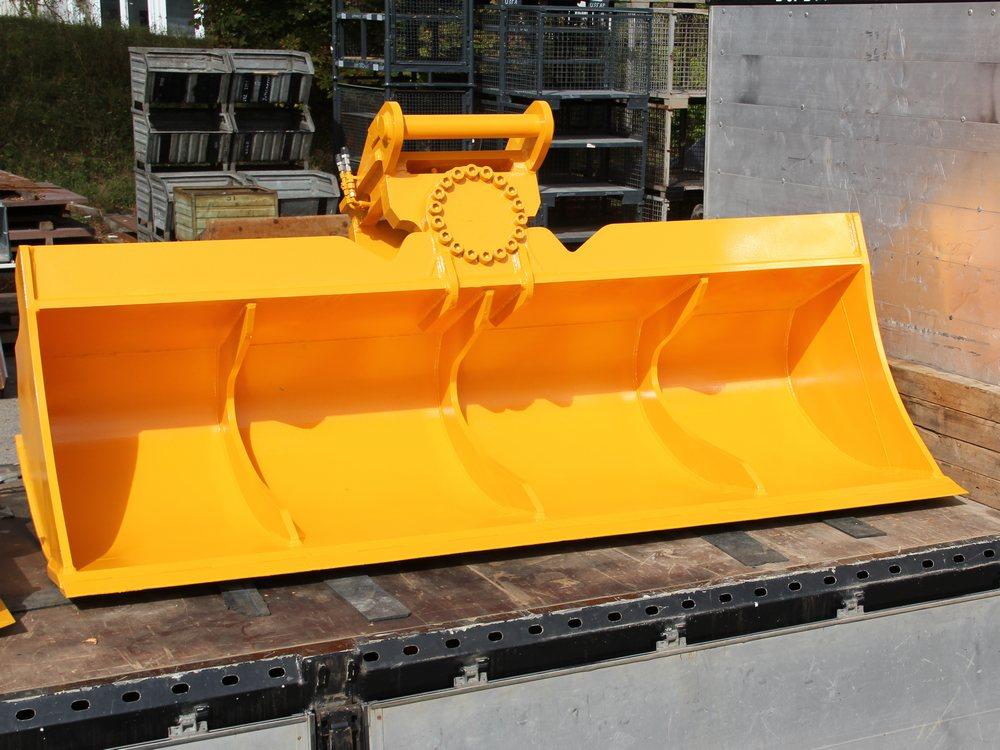 grabenraeumloeffel-schwenkbar-mit-motor