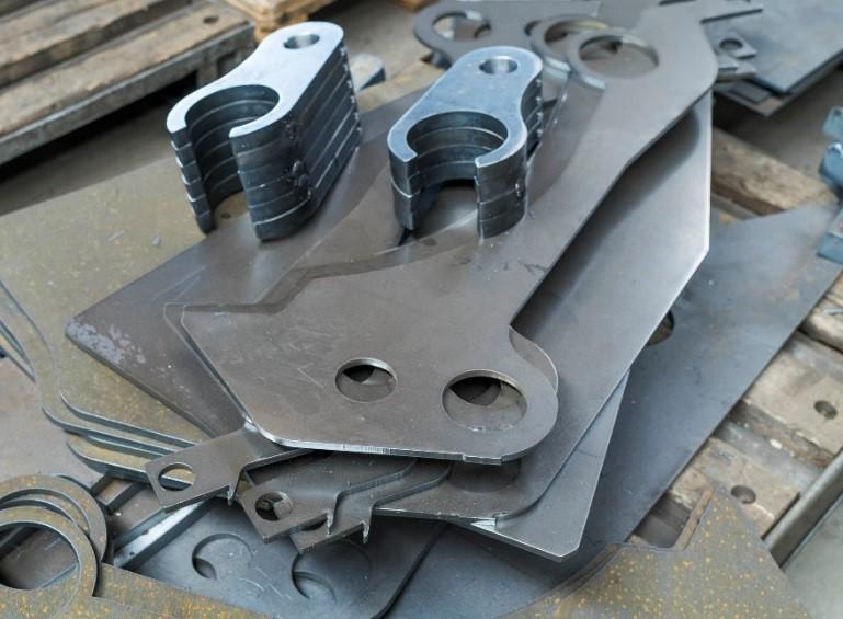 Facettenreiches Blech: Bei ZFE entstehen monatlich bis zu 2500 Teile für unterschiedlichste Anwendungen.